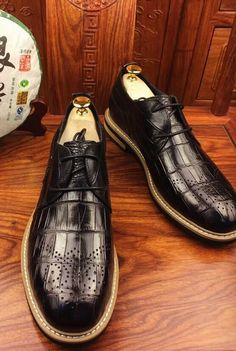 Alliagtor shoes for sale Casual Leather Shoes, Shoes World, Crocodile Skin, Leather Skin, Men's Wardrobe, Shoe Collection, Derby, Oxford Shoes, Dress Shoes