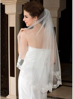 Waltz Bridal Veils Tulle One-tier Oval Mantilla Lace Applique Edge Applique 47.25 in (120cm) White Ivory White White Spring Summer Fall Winter A-line/Princess Sheath Mermaid Color & Style representation may vary by monitor 0.1 kg 0.15 kg Wedding Veils