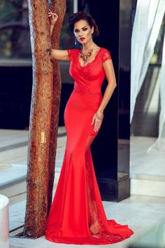 love roses are red Atmosphere Fashion, Cute Dresses, Prom Dresses, Dress Images, Dressed To Kill, Beautiful Indian Actress, Mode Style, Formal Gowns, Beautiful Models