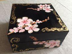 Cutie bijuterii Floare de Cires. Pictura este realizată manual fără șablon!
