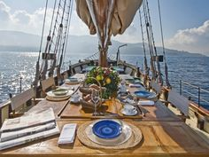 Charter a yacht in Italy and have a dinner party!