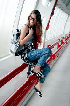 Meninices da Vida: Look: Top, calça de cintura alta e Adidas Adilette
