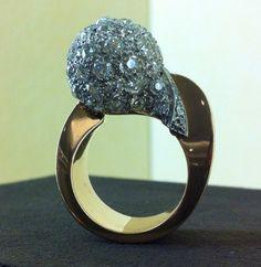 Gold 5,00 carat old cut diamond pavé