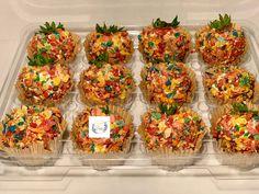 Looks good but tastes even better. Awesome Desserts, Fun Desserts, Yummy Treats, Sweet Treats, Yummy Food, Strawberry Ideas, Mason Jar Desserts, Junk Food Snacks, Dessert In A Jar