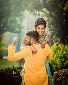Check more than 61 heart-melting couple hugs & kisses images to draw some inspiration for your wedding photoshoot. These hugs & kisses images of the couple can inspire you for your wedding shoot ideas. Indian Wedding Couple Photography, Wedding Couple Photos, Couple Photography Poses, Bridal Photography, Wedding Photography Quotes, Photography Ideas, Outdoor Photography, Couple Shoot, Couple Pictures