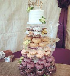 Donut tower with red velvet vanilla bean French chocolate blueberry vanilla bean and crumb yum yum! Doughnut Wedding Cake, Wedding Donuts, Doughnut Cake, Wedding Desserts, Rustic Wedding, Our Wedding, Wedding Ideas, Wedding Trends, Trendy Wedding