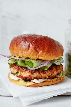 salmon burgers with pickled cucumber This delicious fish dish uses Asian spices to create a flavoursome burger, made with fresh salmon fillets, zesty lime and fiery red chilli. Rustle it up in under an hour for a tasty midweek dinner for the family. Easy Fish Recipes, Salmon Recipes, Seafood Recipes, Dinner Recipes, Cooking Recipes, Healthy Recipes, Asian Fish Recipes, Vegetarian Recipes, Dumplings Receta