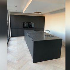Modern Strak Zwart! Ibiza Fashion, Easter Colors, Corner Desk, Lounge, Flooring, Kitchen, Furniture, Home Decor, Blog