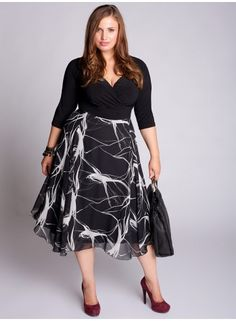 Plus size clothing for full figured women. We carry young and trendy, figure flattering clothes for plus size fashion forward women. Curvalicious Clothes has the latest styles in plus sizes Plus Size Black Dresses, Plus Size Cocktail Dresses, Plus Size Outfits, Look Plus Size, Plus Size Girls, Plus Size Women, Designer Plus Size Clothing, Plus Size Designers, Curvy Fashion