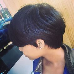 Such a pretty #shortcut by #pdxstylist @hairartistrybybri ✂️ Great style for growing out a pixie💙 #voiceofhair========================== Go to VoiceOfHair.com ========================= Find hairstyles and hair tips! =========================