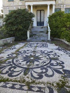 Jeffrey Bale's World of Gardens: Pebble mosaics of the Palazzo Reale, Genoa, Italy by lorene Garden Paths, Garden Art, Garden Design, Garden Mosaics, Path Design, Diy Garden, Pebble Garden, Garden Stepping Stones, Concrete Garden
