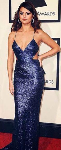 OMG, Selena look gorgeous in that dress
