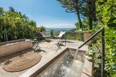 Uno de los espacios de Monteverdi donde disfrutar de las vistas del Val D'Orcia.