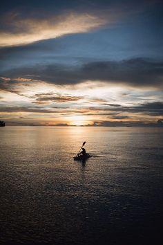 Caiaque ao pôr do sol por Mylène Cybele