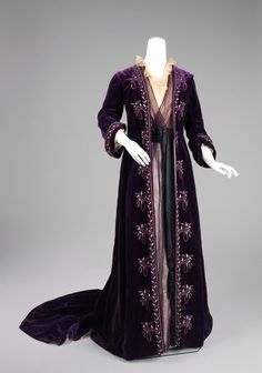Tea Gown : Designer: Jean-Philippe Worth (French, 1856–1926) Date: ca. 1905 (Source-link has back view and close-up) #edwardian