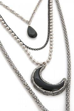 Aypen Accessories Moon Zincir Kolye ile tarzını ve şıklığını tamamla, modayı keşfet. Birbirinden güzel Kolye modelleri Lidyana.com'da!