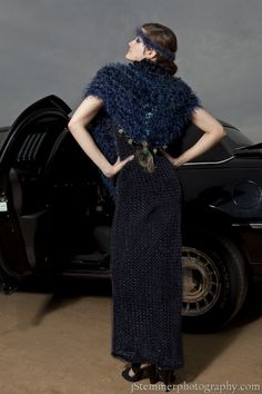 J-na Couture Wrap in Velvet with Feather trim.  Abrigo de estilo Hollywood con plumaje