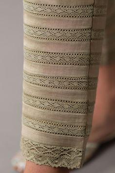 Pakistani Dresses Casual, Pakistani Dress Design, Pakistani Fashion Casual, Bollywood Fashion, Casual Dresses, Kurti Sleeves Design, Sleeves Designs For Dresses, Sleeve Designs, Simple Kurti Designs