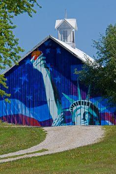 Barn with Statue of Liberty Mural in Mt. Vernon Iowa - www.iowa-photo.com