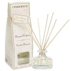 """Bouquet Parfumé Fleur d'Oranger J'ai déjà thé blanc qui sent très bon, sinon les senteurs semblant pas mal cerisier en fleurs, fruit gourmand, coton, biscuits...  mais surtout pas lavande - rose    ++ Y""""a aussi les recharges et batons à part..."""
