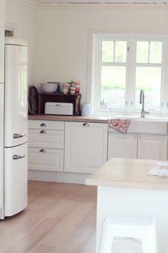 jordbærpiken: september 2012 Cottage, House, Home, Cozy House, Kitchen Cabinets, Cabinet, Kitchen, Inside