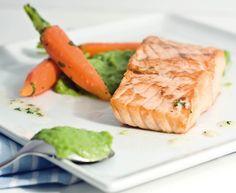 Egy finom Sült lazac zöldborsópürével és vajas répával ebédre vagy vacsorára? Sült lazac zöldborsópürével és vajas répával Receptek a Mindmegette.hu Recept gyűjteményében!