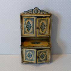Antique German Tin Litho Miniature Bing Doll House Kitchen Step Back Cupboard Mini Kitchen, Little Kitchen, Miniature Furniture, Dollhouse Furniture, Antique Toys, Vintage Antiques, Kitchen Dresser, Tin Toys, Vintage Metal