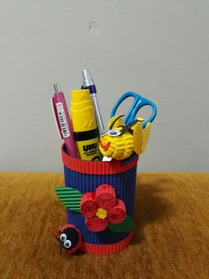 Pencil case made of kokoru paper. It is suitable to make your cubical being nicer.
