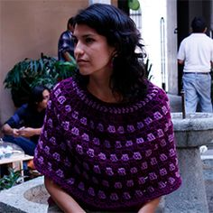 A free pattern to crochet this beautiful Granny Poncho!