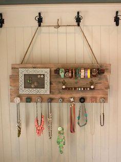 Para que siempre tengas organizados tus accesorios, toma nota de este tip útil.