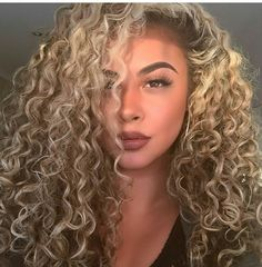 37 Ideas For Hair Curly Makeup Blondes Blonde Curly Hair, Blonde Curls, Mixed Girl Hairstyles, Trendy Hairstyles, Prom Hairstyles, Curly Hair Styles, Natural Hair Styles, Love Hair, Remy Hair