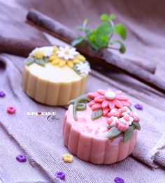 Obtain Chinese Food Treat Dish Japanese Sweets, Japanese Wagashi, Chinese Moon Cake, Mooncake Recipe, Cookie Recipes, Snack Recipes, Bean Cakes, Cake Packaging, Traditional Cakes