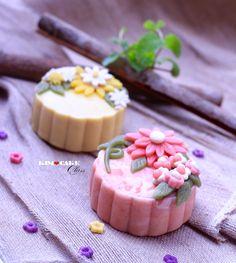 Obtain Chinese Food Treat Dish Japanese Sweets, Japanese Wagashi, Chinese Moon Cake, Mooncake Recipe, Cake Recipes, Snack Recipes, Bean Cakes, Cake Packaging, Traditional Cakes