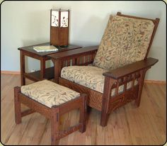 Arts & Crafts Style Morris Chair - interesting version of the side slats Craftsman Style Furniture, Mission Style Furniture, Arts And Crafts Furniture, Wood Furniture, Western Furniture, Modern Furniture, Furniture Design, Mission Style Homes, Morris Chair