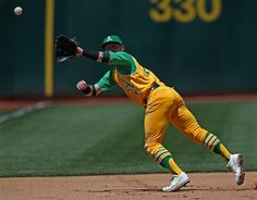 The Oakland A's wore their awesome 1969 gold uniforms on Saturday. Mlb Uniforms, Baseball Uniforms, Baseball Players, Baseball Cards, Josh Donaldson, Dynamic Poses, American League, Oakland Athletics, Sports Photos