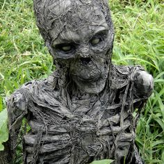 Corpsed Groundbreaker by Pumpkinrot Halloween Prop, Halloween Graveyard, Halloween Haunted Houses, Outdoor Halloween, Halloween Skull, Halloween Projects, Diy Halloween Decorations, Holidays Halloween, Haunted Hayride