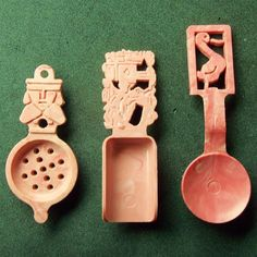 Plastic handled utensils, three (3) from the Z-1118 series from Cracker Jack beginning in 1948. Buy these now from my eBay store APPROACHING GENIUS: http://www.ebay.com/itm/Handled-Mini-Utensils-set-of-3-PLASTIC-PRIZES-from-CRACKER-JACk-1940s-/141587138816?ssPageName=STRK:MESE:IT