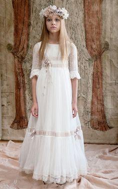 Esculturas en movimiento. Little Girl Dresses, Girls Dresses, Flower Girl Dresses, Miniature Bride Dress, Girls Baptism Dress, Première Communion, Dress Anak, Girl Fashion, Fashion Dresses