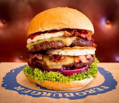 Queenstown-- Fergburger may be the best burger joint on the planet The Best Burger, Good Burger, Best Burger Restaurants, Unique Recipes, Ethnic Recipes, New Zealand Food, Sandwiches, Restaurant Names, Restaurants