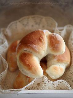 Pracownia Wypieków: Rogale zwyczajne Bread Dough Recipe, Joy Of Cooking, Polish Recipes, Polish Food, Bread Rolls, How To Make Bread, Bread Baking, Cooking Recipes, Veg Recipes