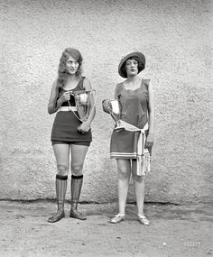 "Washington Tidal Basin Beauty Contest -- August 5, 1922."" Misses Eva Fridell, 17, and Anna Niebel."