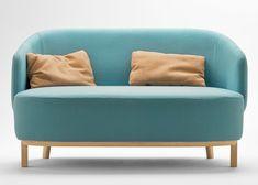 El diseñador francés Samuel Accoceberry desarrolló una colección de sofás para la marca de mobiliario Bosc. Esta colección, inspirada en las conchas marinas, se distinguen por su respaldo formado por un único elemento que se envuelve alrededor del asiento, formando los descansabrazos.