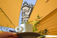 Kaffee auf dem Marktplatz in Schweinfurt. Blick auf das Rathaus - http://www.schweinfurt360.de/  #Rathaus #Genuss #Kaffee