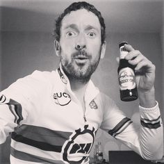 Bradley Wiggins after winning the ITT World Championship in Spain Pro Cycling, Cycling Bikes, Bradley Wiggins, Cycling Holiday, Paul Weller, Thing 1, Cargo Bike, Man Party, World Of Sports