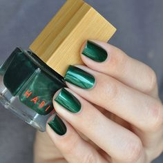 Habit Cosmetics Nail Polish Color 29 Scarab    A BEETLE GREEN.      - NATURAL STRENGTHENING NAIL POLISH MADE WITH MYRRH EXTRACT  - 5-FREE OF TOLUENE, FORMALDEHYDE, FORMALDEHYDE RESIN, DIBUTYL PHTHALATE AND CAMPHOR  - VEGAN, CRUELTY-FREE, GLUTEN-FREE  - METALLIC FINISH  - MADE IN THE USA