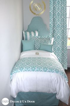 Canal Blue & White Delight Chill out with this dorm room bedding bliss Designer Teen Girl Bedding Set