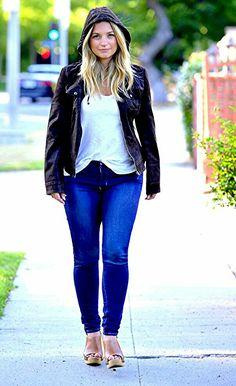 Vanessa Ray Blue Bloods, Blue Bloods Jamie, Blue Bloods Tv Show, Beautiful Celebrities, Beautiful Actresses, Angelica Celaya, Queen V, Girl Next Door, Actresses