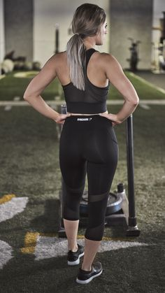 The Sleek Sculpture Cropped leggings, ready to give you the coolest, most comfortable workout.