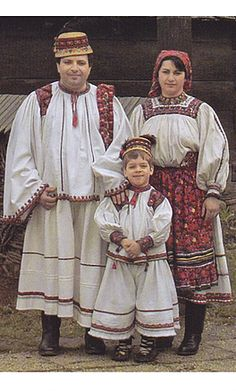 Folk Embroidery, Learn Embroidery, Floral Embroidery, Embroidery Stitches, Embroidery Patterns, Romania People, Costumes Around The World, Folk Clothing, Folk Costume