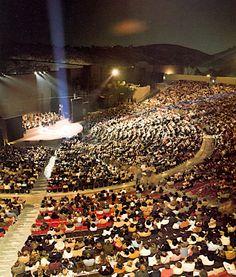 Universal Amphitheatre as an outdoor concert venue